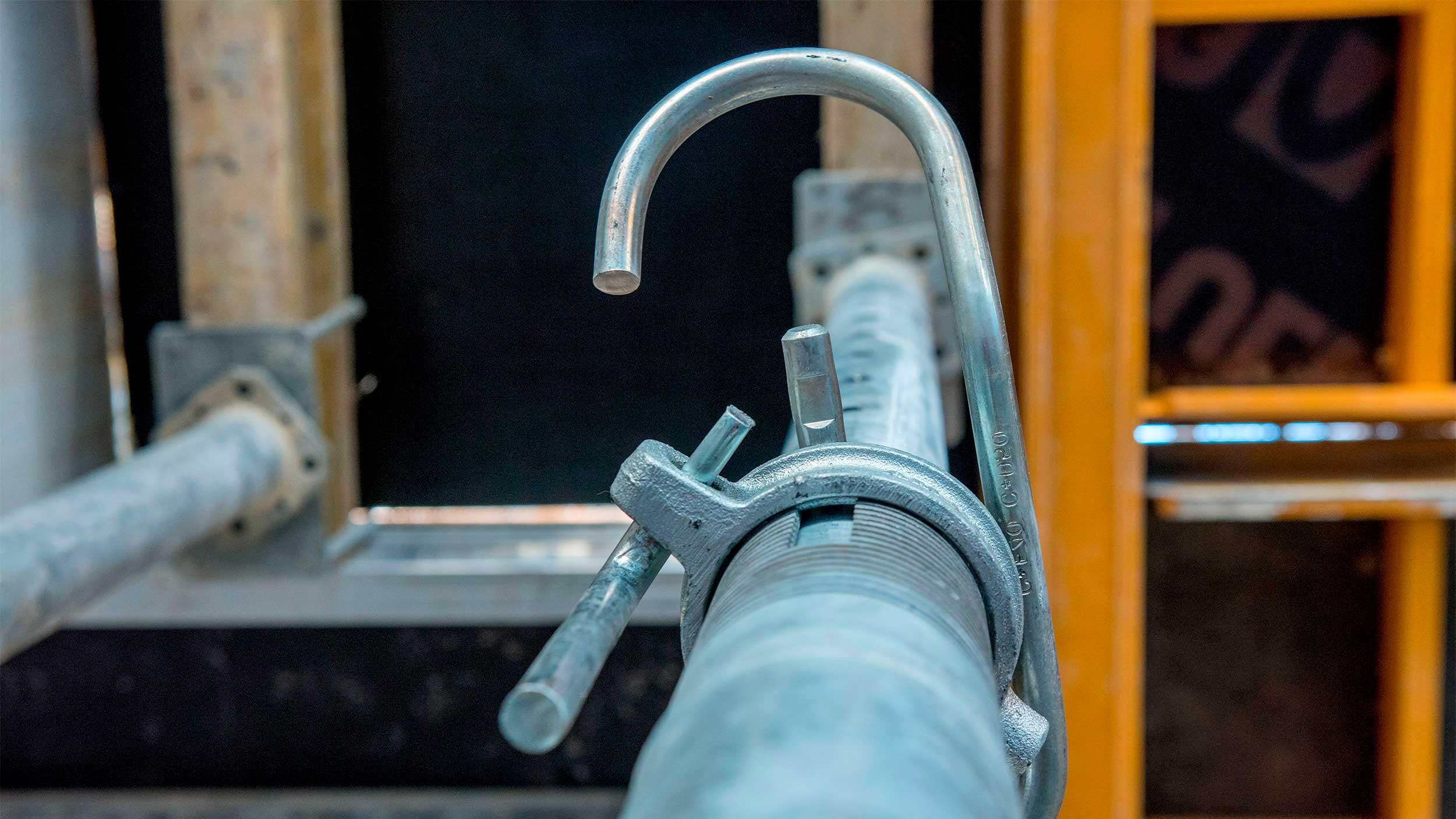 Puntales de acero y aluminio de diferentes capacidades de carga, en alquiler y venta. Consulta la amplia gama de puntales que ofrece ULMA