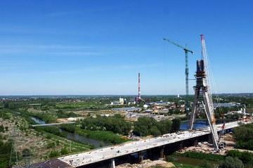 Pilón de 108 metros construido con sistema autotrepante